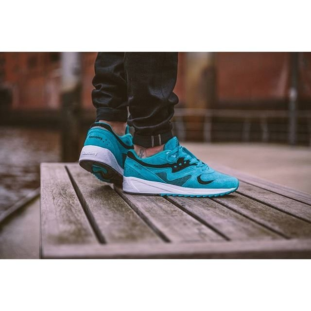 bd7c5282d837 The  saucony Grid 8000 CL goes online in just a two hours