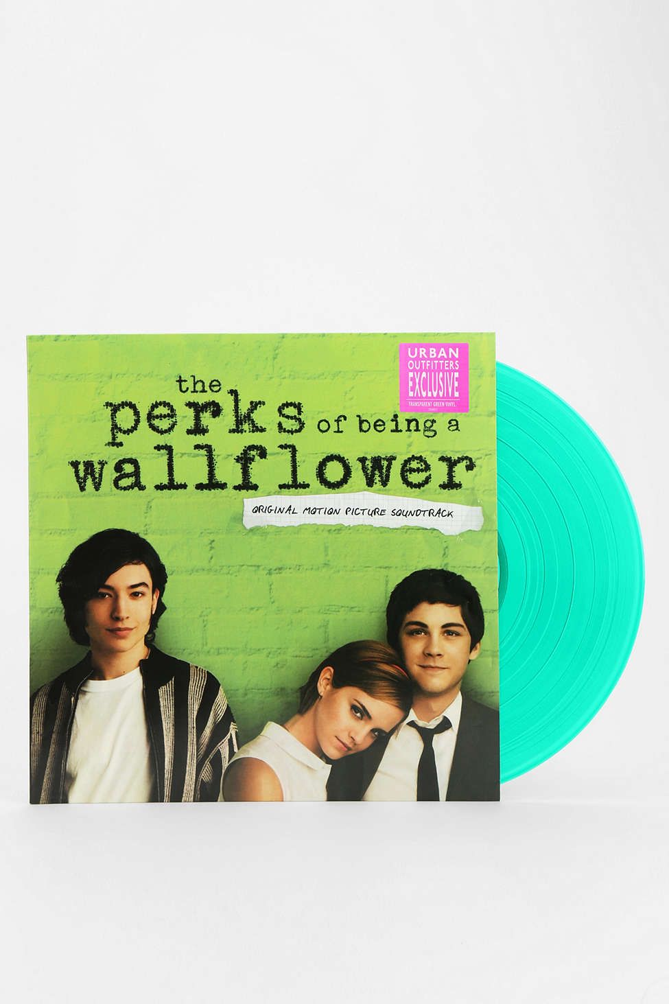 the perk of being a wallflower Download the perks of being a wallflower pdf ebook by american writer stephen chbosky online for free and fall in love with this epistolary novels which is about a teenage boy named charlie who has just joined high school in a pittsburgh suburb.