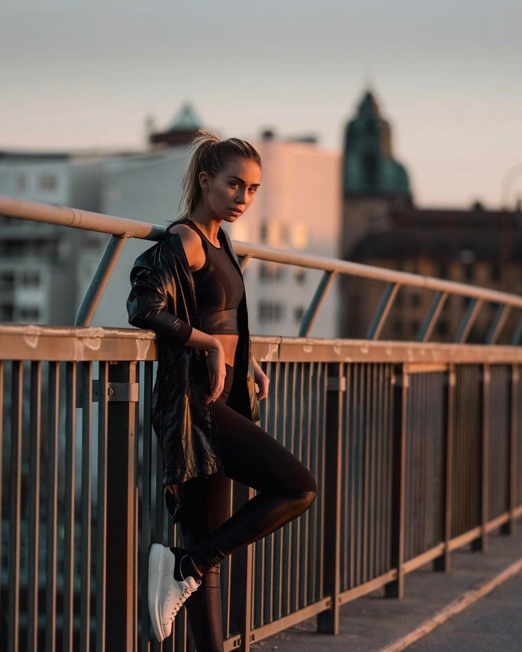 In collaboration with @stadium_pulse - Wearing my Stadium Pulse favorites, this all black set and shiny jacket 🖤Check out www.stadiumpulse.se to shop & see all pieces, my code LISAPULSE will give you 20% off on one order at their webshop until April 26th! xx image