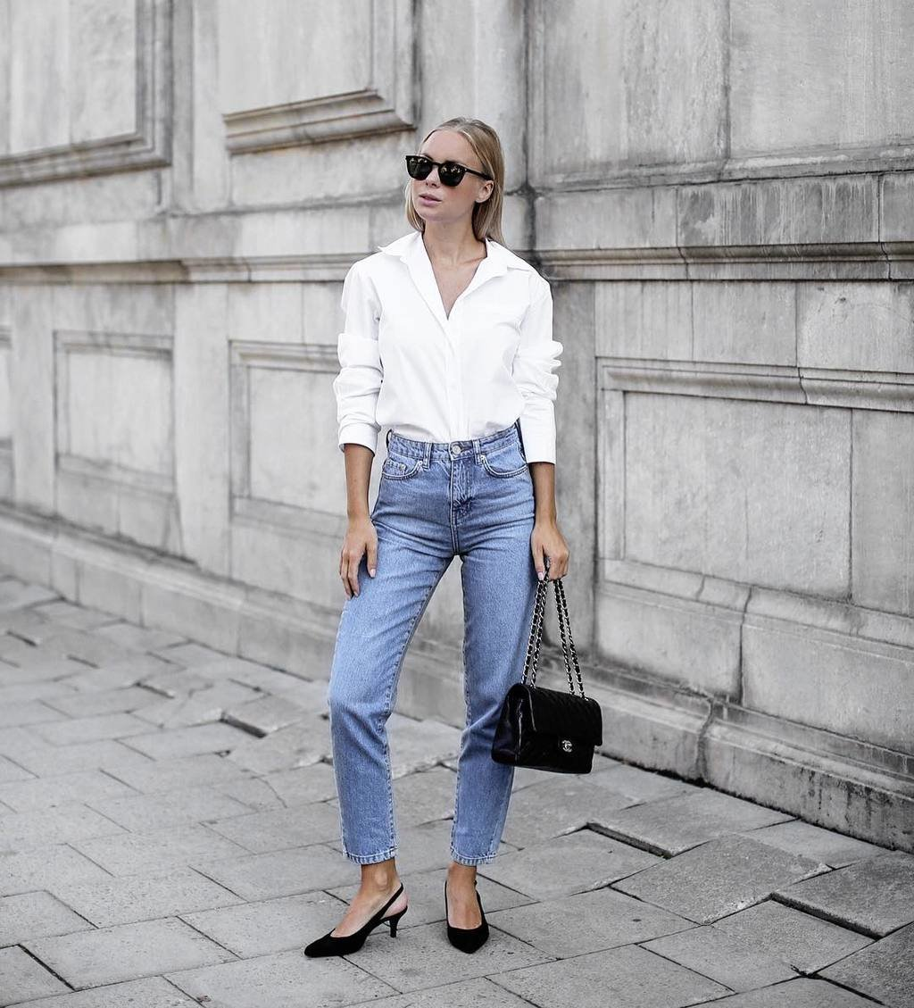 Jeans are always a good idea 💙 @victoriatornegren rocking the Iris mom jeans (399SEK/39.95EUR) with a classic white shirt⚡️ #ginatricot #ginamyway image