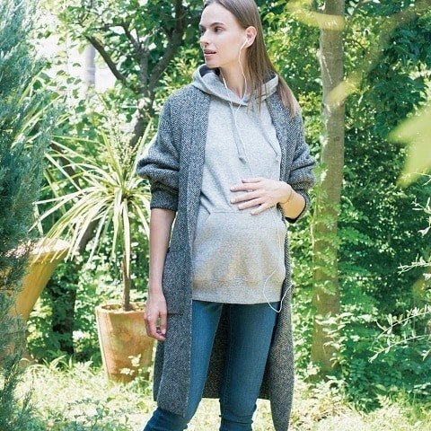 Take your maternity wear to the next level with our soft & stylish Sweat Long-Sleeve Hoodie. #UniqloLifeWear image