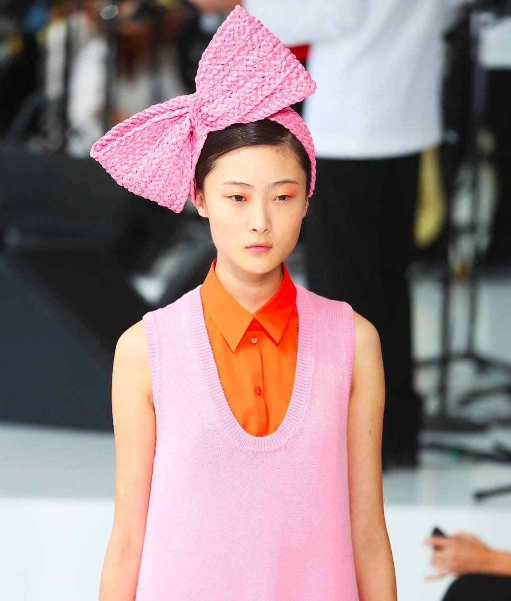 *screenshots for the next time I need a new hair accessory* 🎀💝✨ @delpozo #nyfw image