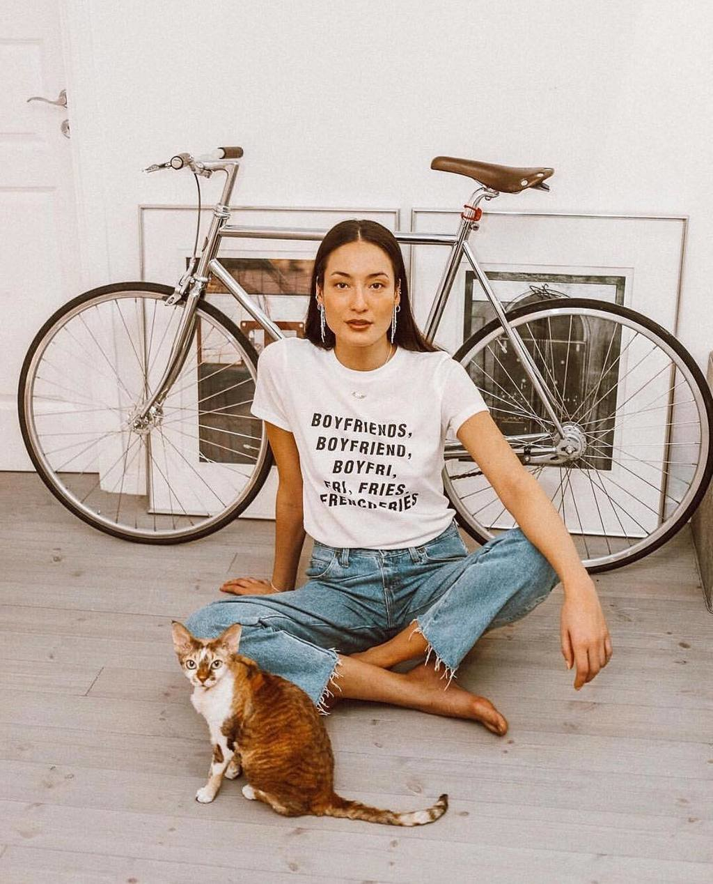 I will never sit around and wait for a man, unless he's delivering pizza 🍕😏 Beauty @hannafridh wearing Single tee, grab yours from the link in bio #bikbok #bikboklife image