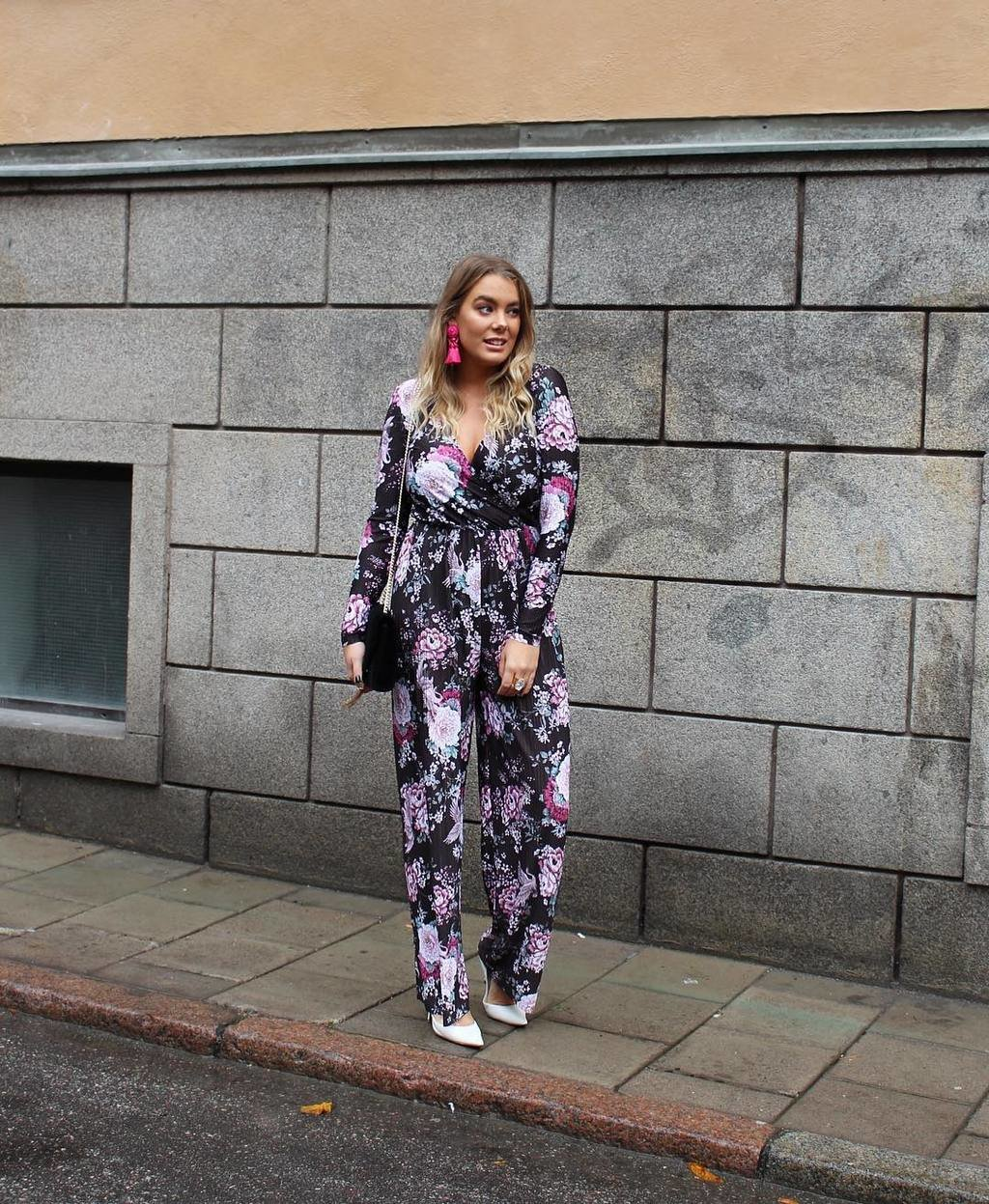 ONLINE PARTY👠 Go all in flower power like @jamiesallmen in Arya pleated jumpsuit (499SEK/49.99EUR)🌸✨ Available online now🎉 #ginatricot #ginamyway #ginasparklingnights image